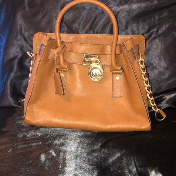 Michael Kors Handbags - Michael Kors shoulder bag in great condition 🤩